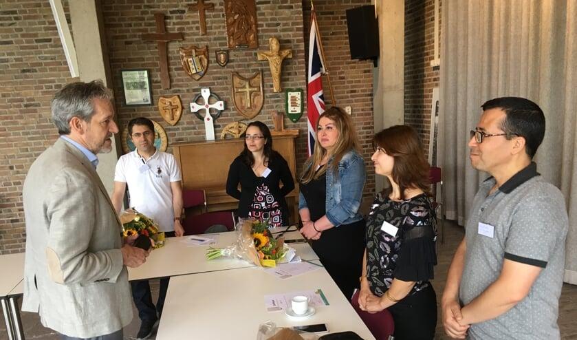 Burgemeester Hans van der Pas in gesprek met de deelnemers. (foto: Tjark Struif Struif Bontkes)