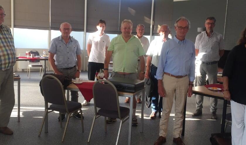 Van links naar rechts: Dick, Wout, Niels, Dies, Gerard, Jan, Theo, Lian, Aliek. (foto: Welzijn Rivierstroom)
