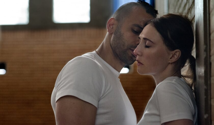 Marwan Kenzari en Carice van Houten. (foto: September Film)