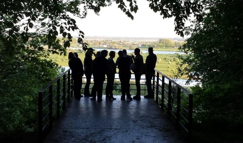De walburg biedt een fenomenaal uitzicht over Rivierenland. (foto: Pieter de Vries)