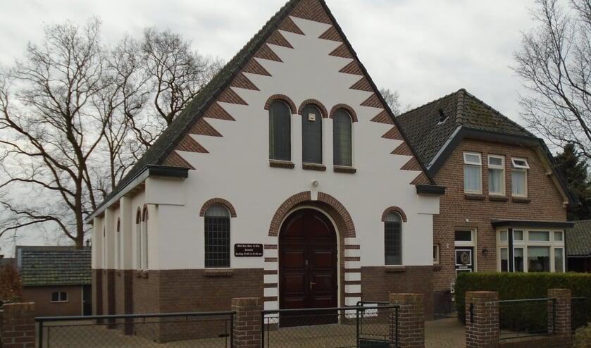 Ter gelegenheid van het 100-jarig bestaan van de kerk aan de Bantuinweg in Rhenen verscheen een herdenkingsboek. (foto: J. van Oostende)
