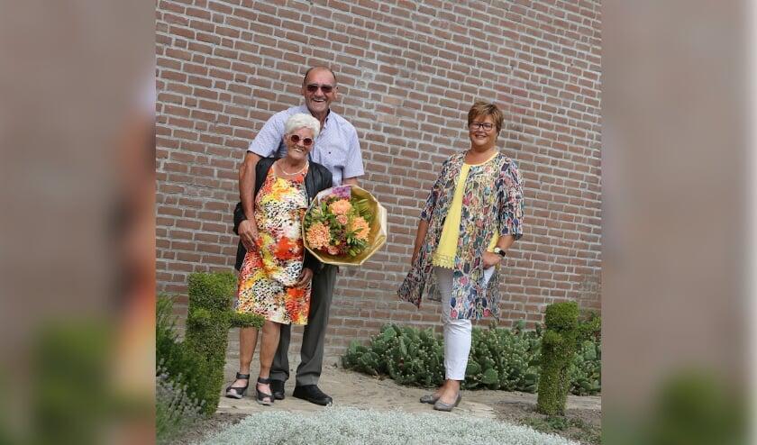 De heer en mevrouw De Kruiff-Akkerman en wethouder Herma van Dijkhuizen (foto: 3Jet Fotografie Ochten)