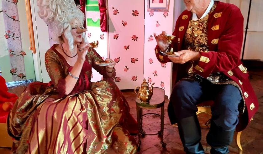 Op de thee bij prinses Serpenta. (foto: Bernadet Tijnagel)