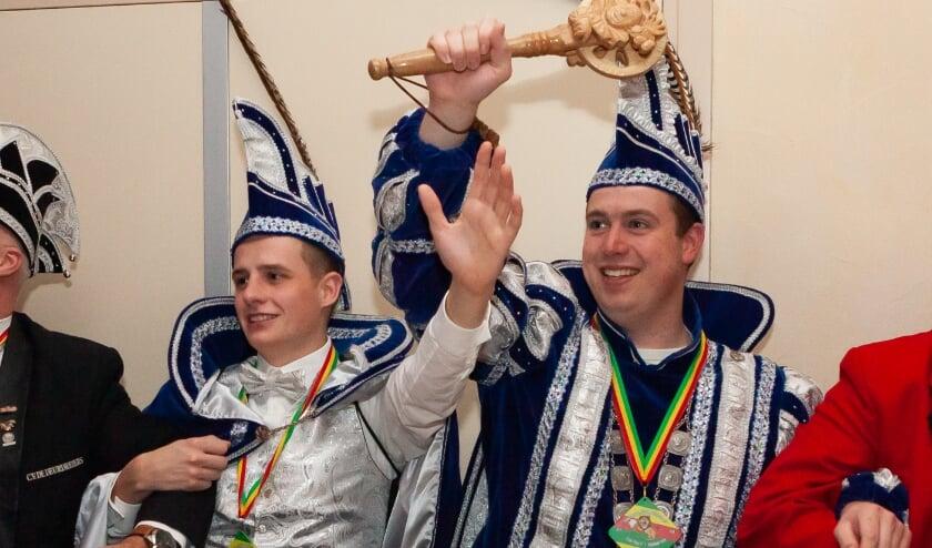 Hopelijk mogen Adjudant Jelle Roordink (links) en Prins Thijs  (Steentjes) de 1e nog een carnavalsfeestje meemaken. (foto: Eddy de Wild)