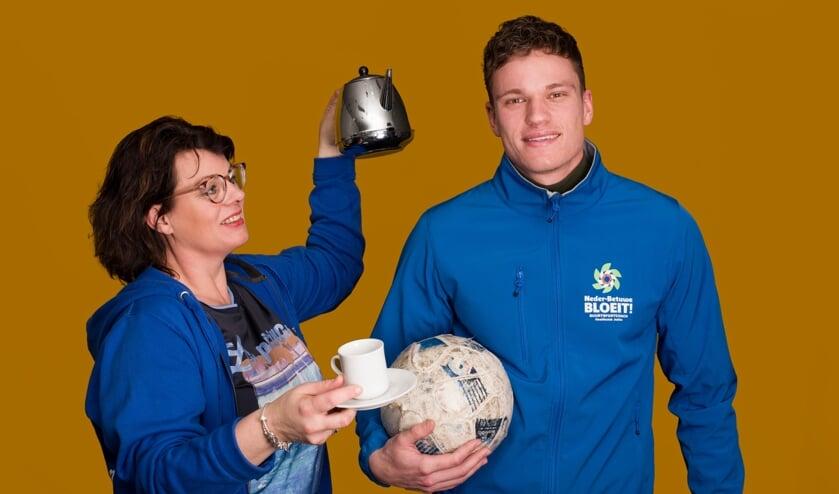 <p>De buurtsportcoach, Gerjan van Stralen en sociaal werker Esther Morren zullen meerdere sport- en welzijnsactiviteiten organiseren. (foto: Welzijn Rivierstroom)</p>