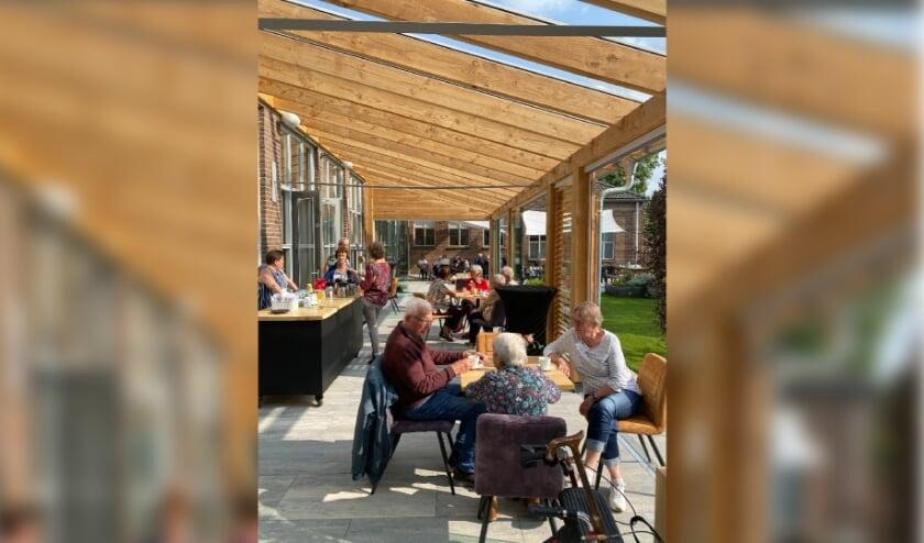 <p>Gezellig samenzijn op zondag in Huiskamer van Elst. (foto: Hester van Aalst)</p>