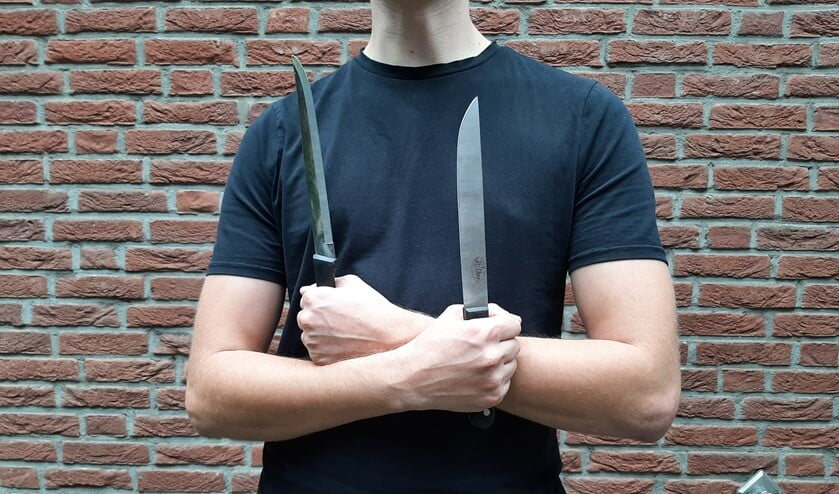 Steekwapens in huis? Loop er niet mee rond maar lever het in! Anoniem.