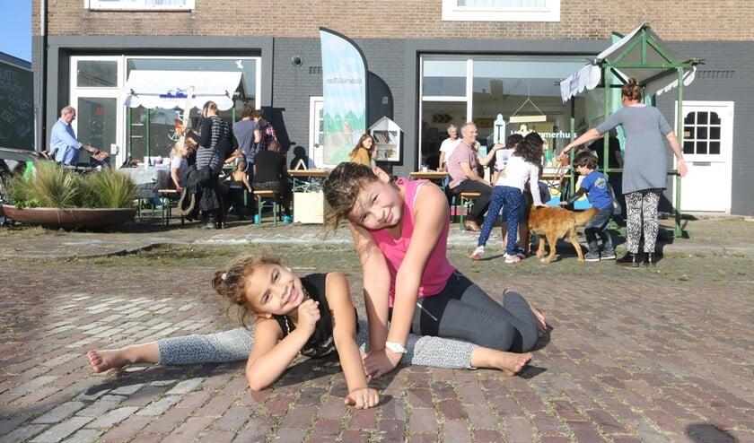 Creatieve en sportieve inwoners van Malburgen bij het Timmerhuis. (Foto: Zefanja Hoogers)