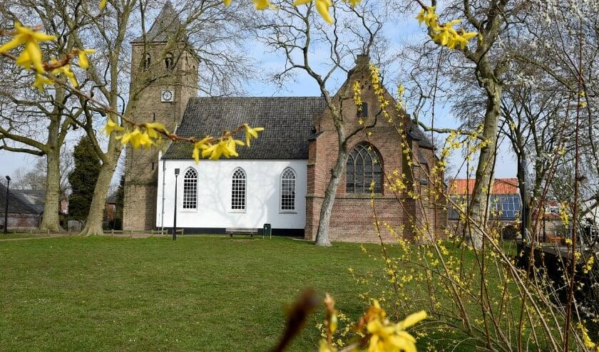 <p>Bij de NH-kerk Bemmel gaat het om vier kisten met menselijke botresten, die terugkomen naar Lingewaard. (foto: Sjaak Veldkamp)<br><br></p>