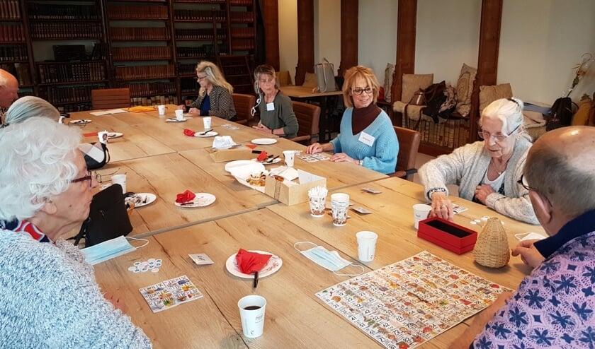 <p>Deelnemers en vrijwilligers zijn blij dat ze elkaar weer kunnen ontmoeten. (foto: Monique Ritzen)</p>