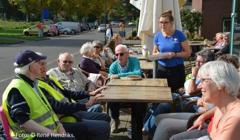 <p>De fietsgroep van KBO Beek deed zich in de voorgaande jaren ook te goed op een terrasje. (foto: Rene Hendriks)</p>