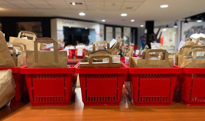 <p>Verrassingstassen staan klaar in de Afhaalbieb (foto: Bibliotheek Gelderland Zuid)</p>