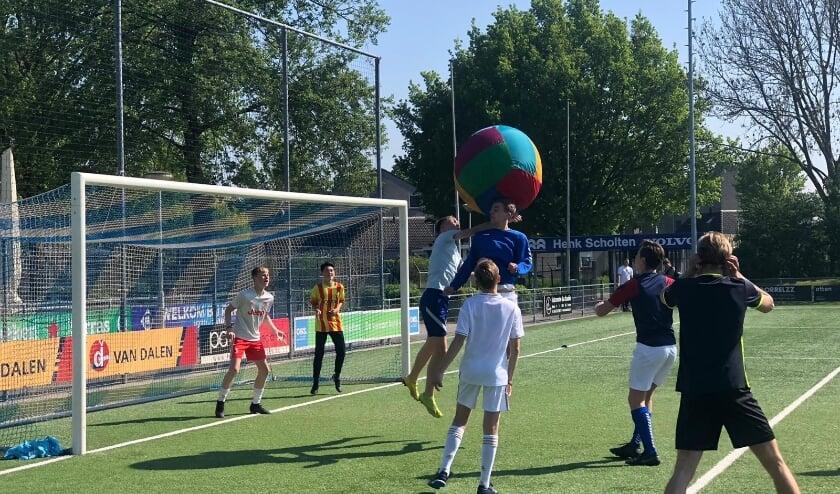 <p>succesvolle sportmiddag voor jongeren op Hemelvaartsdag. (foto: Romy Reick)</p>
