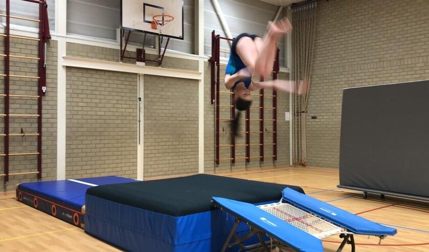 <p>Salto&#39;s springen bij de springgroep. (foto: Sam van Veenendaal)</p>