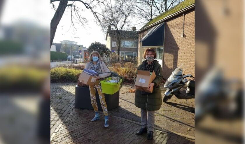 <p>Twee dames uit Ochten en IJzendoorn in actie voor &#39;Samen is Leuker&#39;. (foto: organisatie Samen is Leuker)</p>
