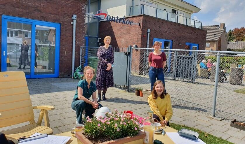 <p>Van lnks naar rechts: Saskia Henze, Myriam Lagemaat Meddens, Lisette Arnts en Julia Meeuwsen. (foto: Zorgcentrum Bontekoe)</p>