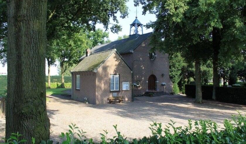 <p>Kerk Angeren in de zomer. (foto: Els de Clercq)</p>