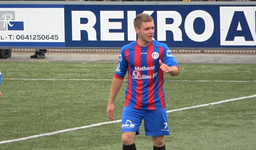 <p>Wesley van Beijnum, nadat hij in de 79e minuut de 4-0 gemaakt had. (foto: YouTube Jaap voetbal)</p>