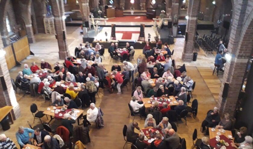 <p>Gezellige koffieochtend in de Zandse Kerk (voor coronatijd). (foto: Herman Geerts)</p>