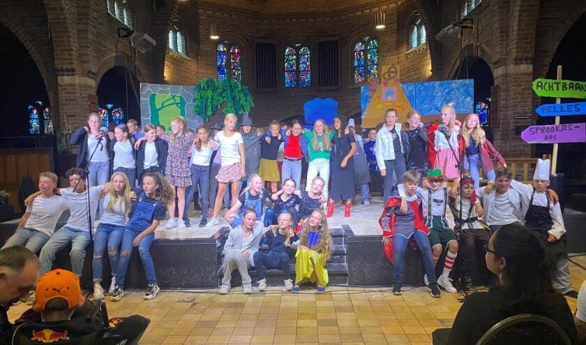 <p>Groep 8 IKC Binnenste Buiten voert eindmusical op in de Zandse Kerk. (Ffoto: Dieteke Lemos)</p>