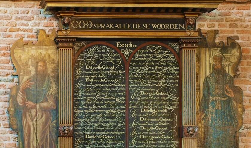 <p>Kerkbord met de 10 geboden. (foto: PR Cuneragilde)</p>