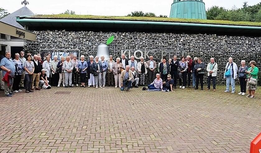 <p>KBO-leden Ooij voor museum in Asten. (foto: Bert Roodbeen)</p>
