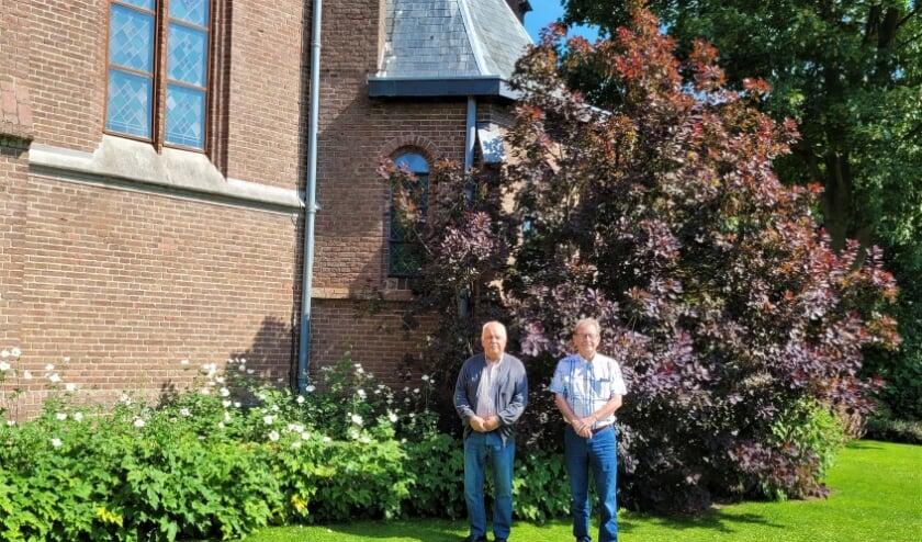 <p>Peter Koopmans en Henny Heijting: &ldquo;Onze kerk heette het &lsquo;Huis van God&rsquo;, maar we noemen het nu het &lsquo;Huis van Loo&rsquo;&rdquo;<br> (Foto: Alie Engelsman)</p>