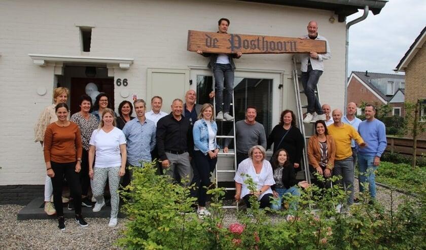 <p>De helpers van de renovatie De Posthoorn Leuth. (foto: Bert Roodbeen)</p>