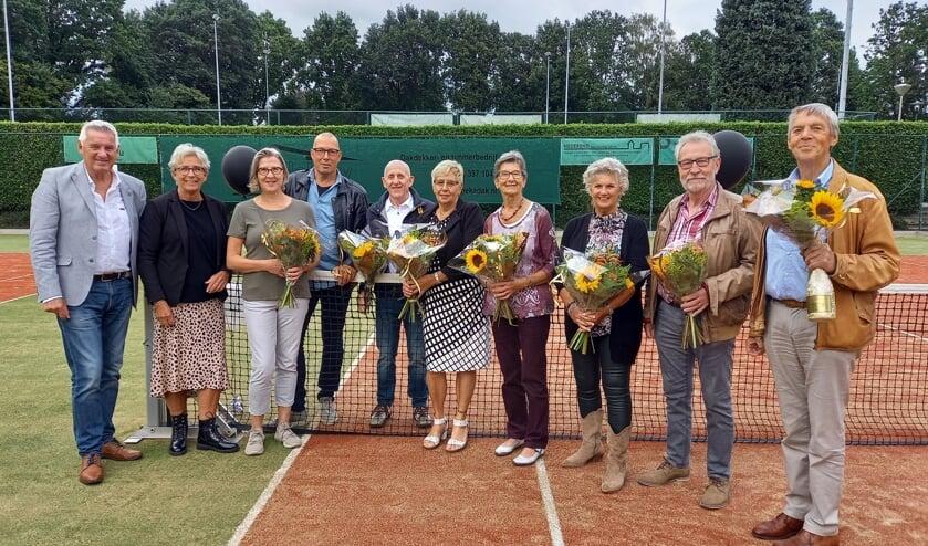 <p>De jubilarissen van Tennisvereniging Groesbeek. (foto: Joop Verstraaten)</p>
