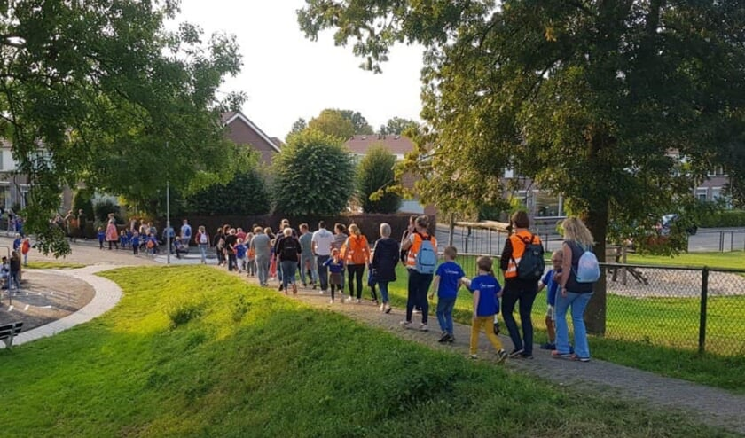 <p>Avondvierdaagse Kesteren 2019. foto: Stichting De Hoenderik)</p>