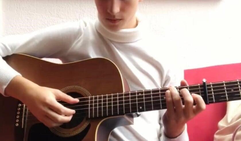 <p>Kees speelt in Huize Vredenburg<br><br></p>