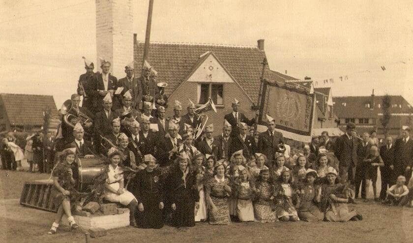 <p>Groepsfoto in Vreewijk, 1931. (foto: OBK Rhenen)</p>
