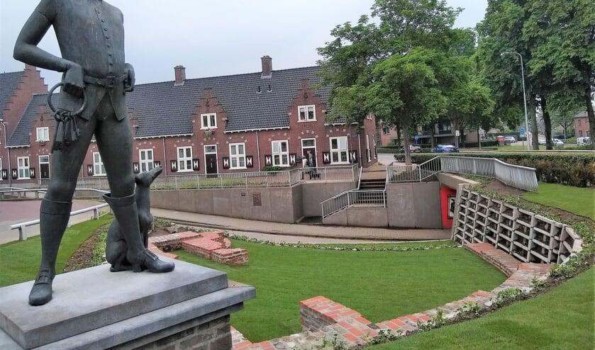 <p>Arnhemse Poort. (foto: HKH/Hist. Kr. Huessen))</p>