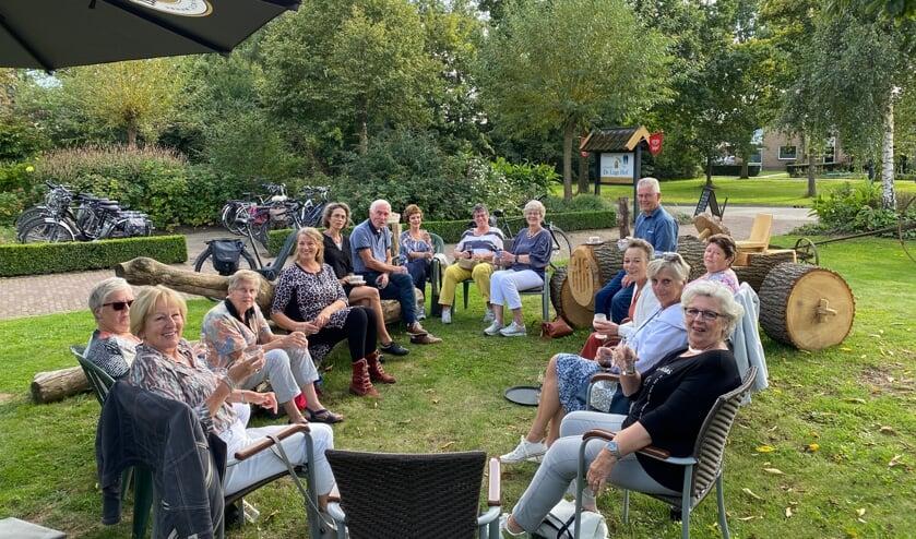 <p>Team vrijwilligers Huiskamer van Elst. (acht personen afwezig). (foto: Hester van Aalst)</p>