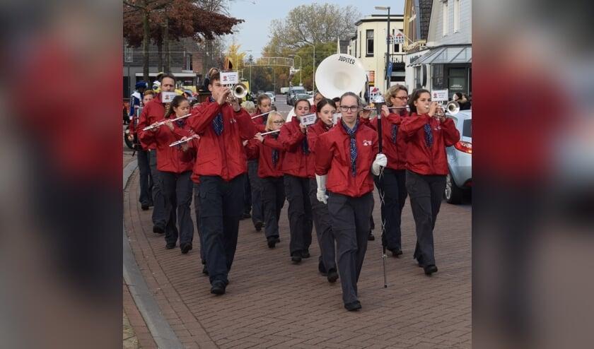 <p>Optreden in Zetten. (foto: Scouting Zetten Band)</p>