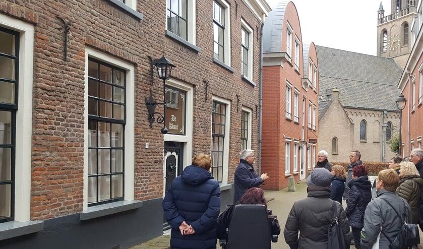 <p>Stadswandeling vanaf Hof van Hessen. (foto: Lian van der Zon)</p>